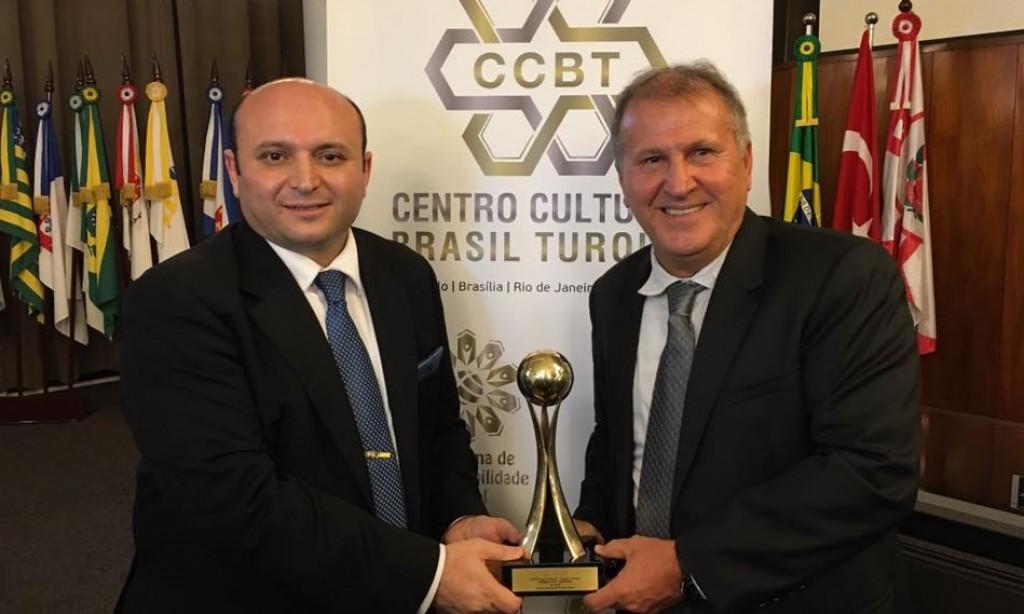Galinho recebe prêmio do Centro Cultural Brasil-Turquia