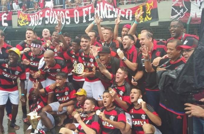 Zico parabeniza o Flamengo pela conquista da Copa São Paulo