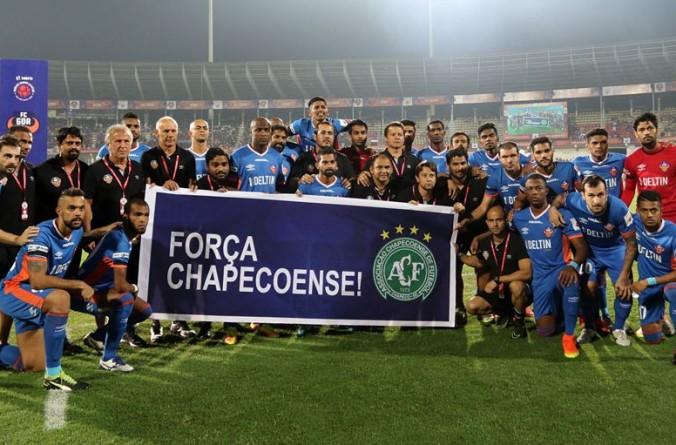 Em sua última partida na temporada, FC Goa faz homenagem a Chapecoense