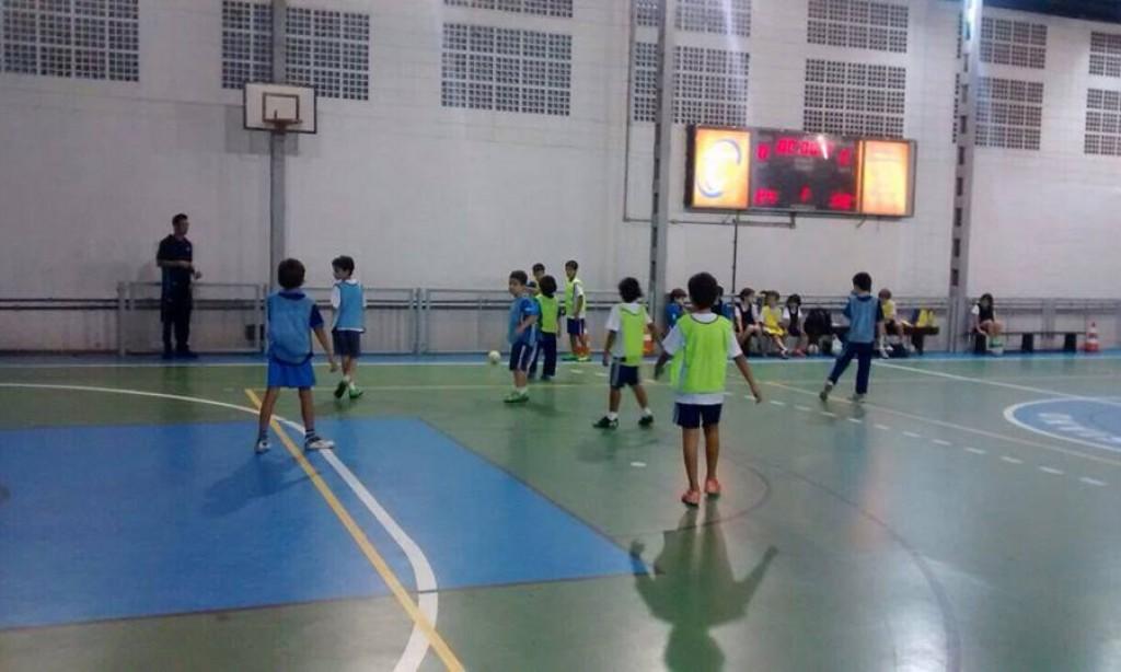 Torneio da Escola Zico 10 é realizado no Colégio Teresiano