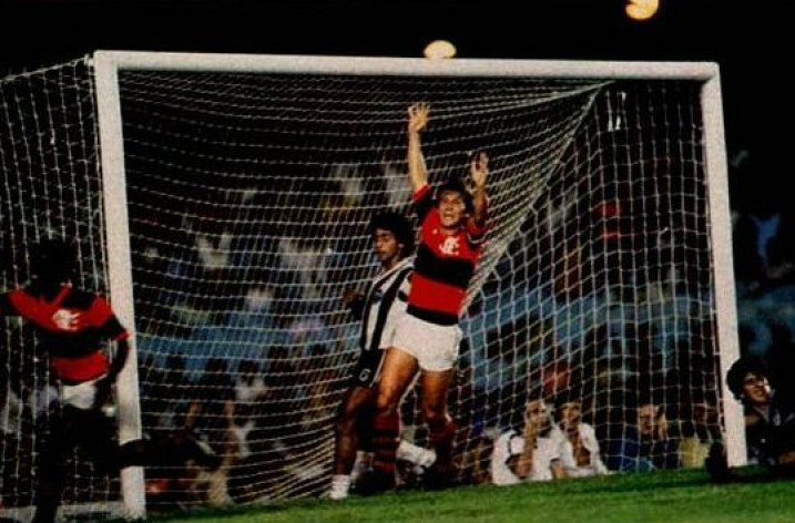 Confira os dois gols de Zico na final da Libertadores de 1981